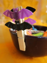 Halloween clothespin decoration
