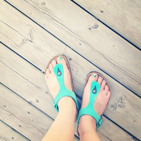 Finally treated myself to some lovely new Birkenstock sandals! Sooo purrrrdy! I bought my last pair over a decade ago. It was high time to treat my toes. Lovin' the colour!