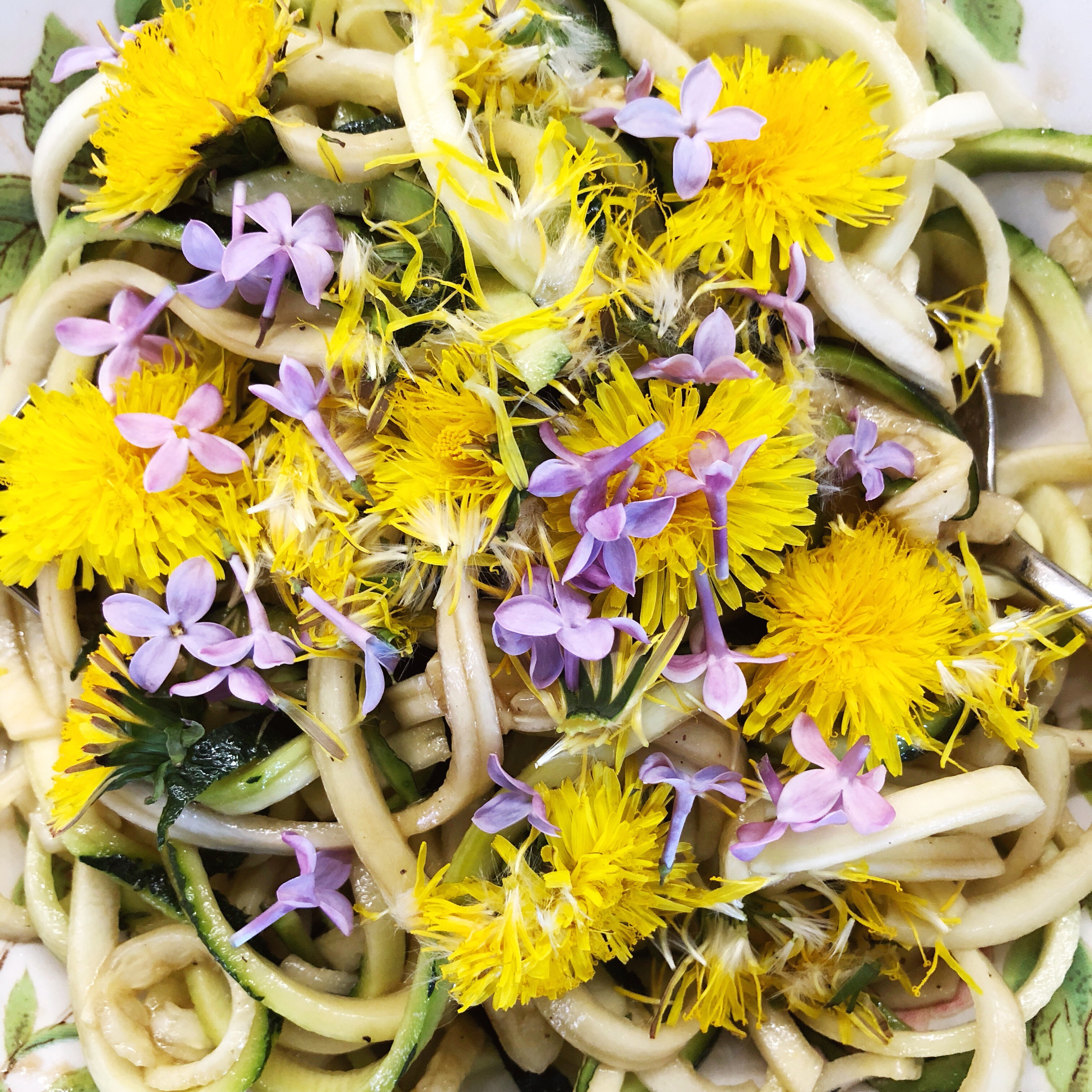 Happy Food: Edible Flowers ~ Using dandelions & lilacs